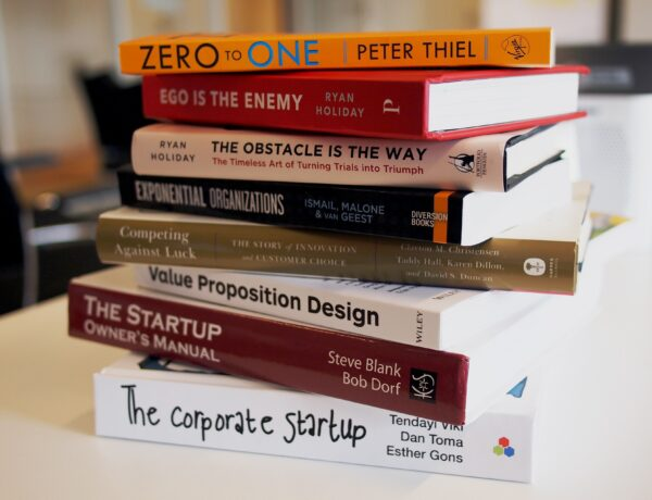 Top 10 books on leadership and management that every manager and leader should read to become a better leader