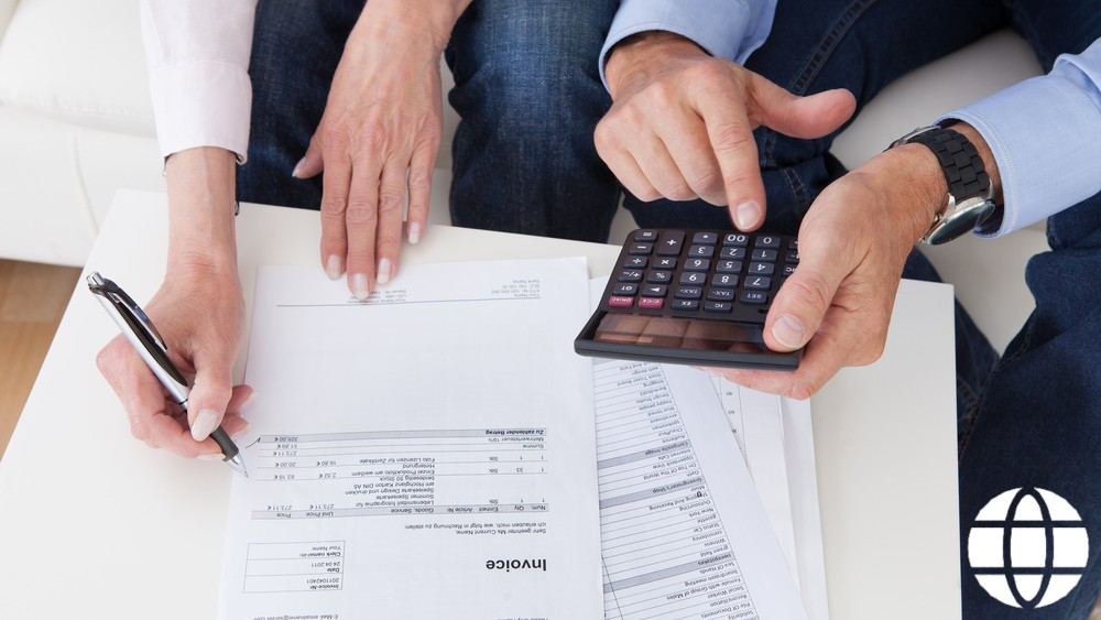 Financial Advisor vs Financial Analyst